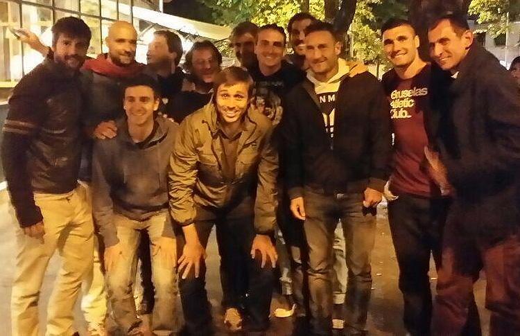 Francesco Totti posa con Fernando Belasteguin y Juan Martín Díaz
