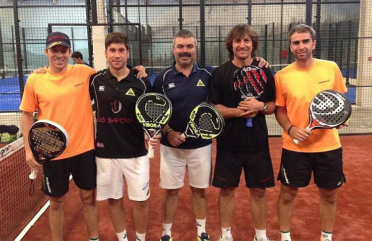 Adrián Caviglia, con su equipo de entrenamiento