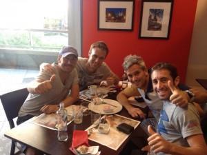 Mauri Muñoz, con buenos amigos en Valencia (Miguel Lamperti y Maxi Grabiel)