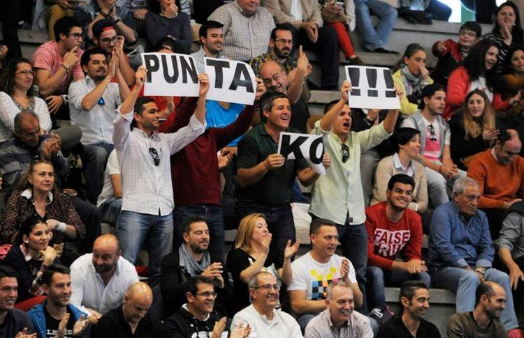 Público en las gradas del Estrella Damm San Fernando Open