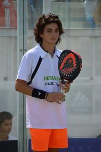 Curro Soriano, joven promesa del Herbalife Pádel Team