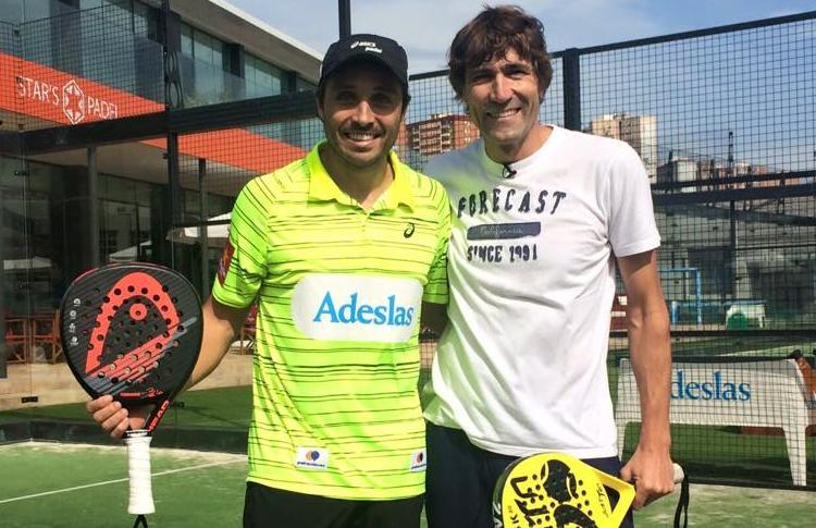 Fernando Belasteguín y Julio Salinas, antes de jugar un partido de pádel
