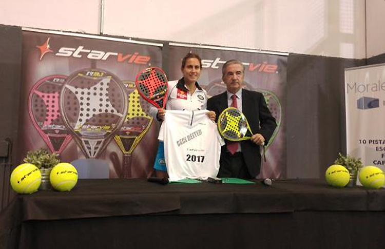 Cecilia Reiter en el acto de renovación de su contrato con Star Vie