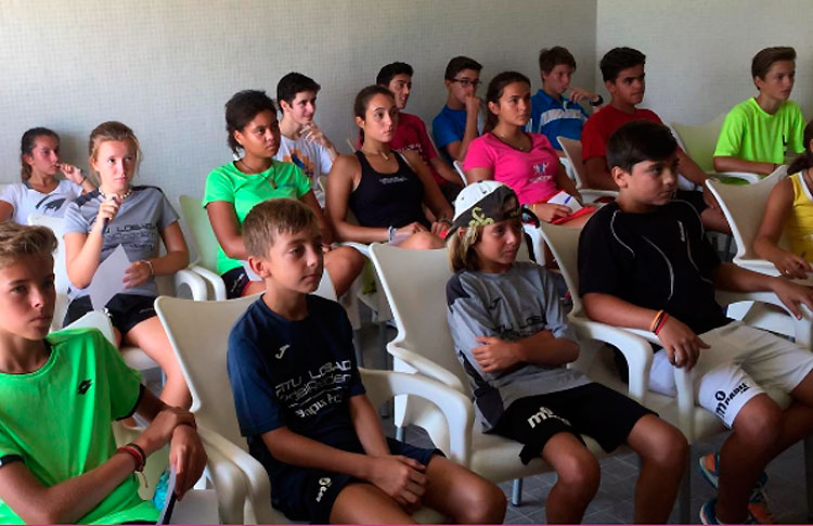 Grupo de jóvenes promesas participantes en el Campus Pitu Losada Academy