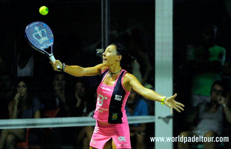 Sandra Hernández, en acción en el Estrella Damm Alicante Open 2017