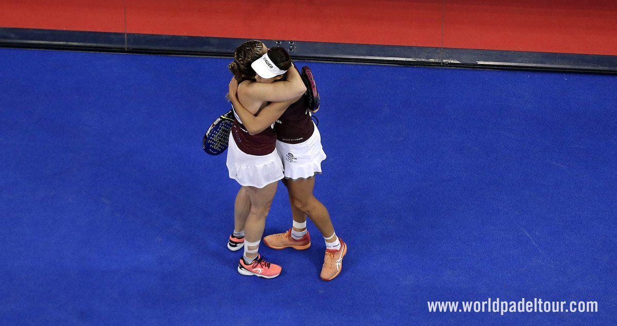 Marrero y Salazar celebran la victoria en semis del Master Final.