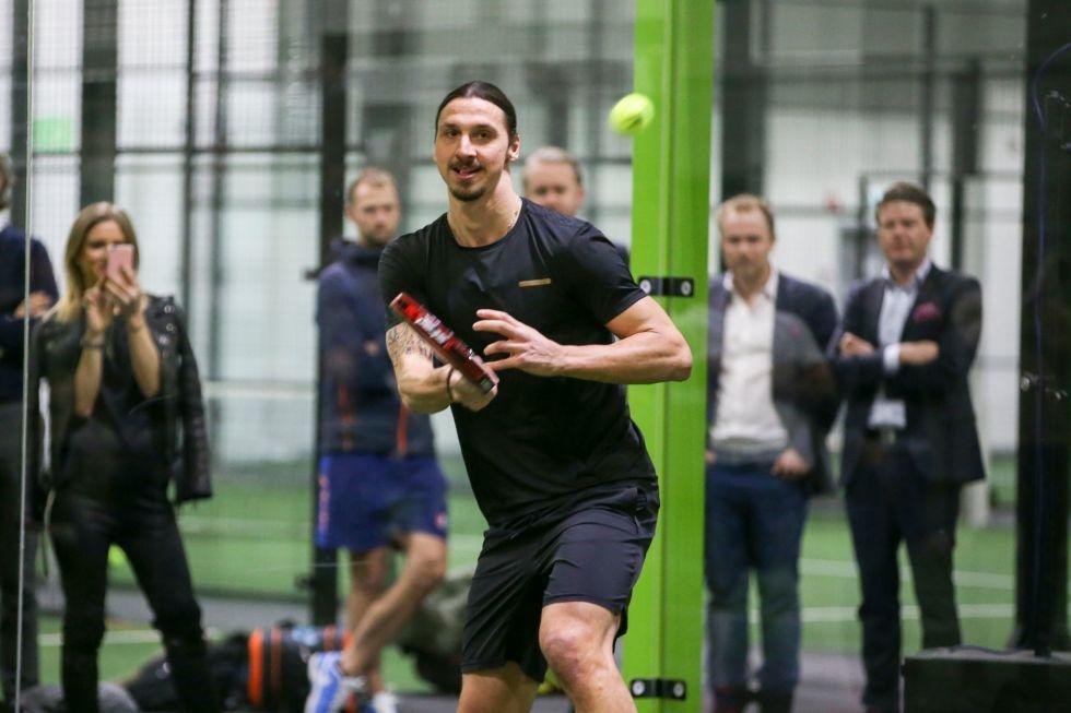 Ibrahimovic jugando al pádel.