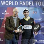 Pablo Lima recoge el trofeo Adeslas a Mejor Jugador.