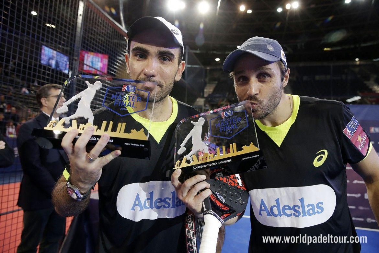 Bela y Lima posan con el trofeo de campeones del Master Final. | WPT