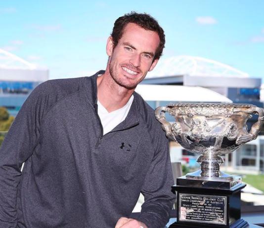 Andy Murray junto a la copa de campeón del Australian Open.   Foto: @andymurray