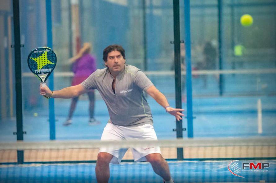 Cristian Gutiérrez con una pala StarVie.